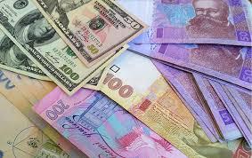 почему украинскую гривну ожидает девальвация до гривен за  Украинская валюта снова девальвирует осенью фото РБК Украина