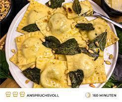 Spinat-Ricotta Ravioli mit Salbeibutter | Pasta | Rezepte
