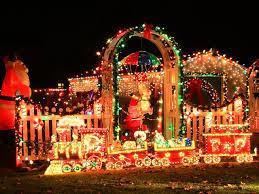 Vintage Christmas Decorating  Social ButterfliesChristmas Lights In Backyard