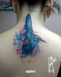 фото татуировки колибри в цветах в стиле акварель реализм цветная
