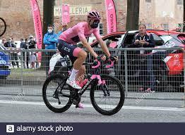 Turin, Italien. Mai 2021. Filippo Ganna ciclista della Ineos Granadies, con  la mascherina anticontagio covid19, alla partenza della seconda tappa del  Giro D'Italia 104, Stupinigi - Novara di 179 km. Turin, Den