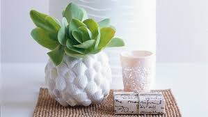 Home Life utilizes shells to make this gorgeous vase that will spruce up  for summer everytime the season rolls around. And it's far easier than one  may ...