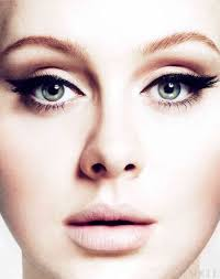 adele shows off her big beautiful eyes with a full liner on top and thick cat eye at the sides if you have her almond eyes this is the best way to