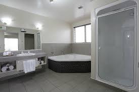 homestead villa motel luxury suite double spa bathroom with tv
