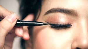 feature great eyeliner tips for makeup junkies