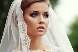 wedding makeup idea for smoky eye look and light blush