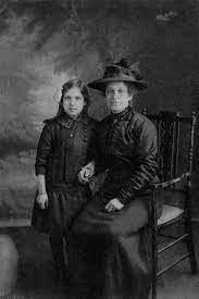 Photos: Edith Chapman with her mother, Lily