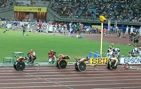 Паралимпийские игры Википедия Эмблема Паралимпийских игр Заезд спортсменов инвалидов на колясках