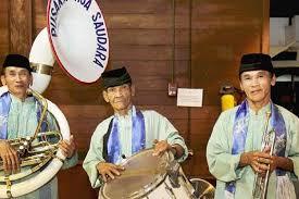 Biola adalah contoh alat musik melodis yang dimainkan dengan cara digesek. Tehyan Dan Tanjidor Alat Musik Tradisional Dki Jakarta