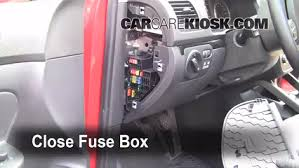 interior fuse box location 2005 2014 volkswagen jetta 2007 interior fuse box location 2005 2014 volkswagen jetta 2007 volkswagen jetta 2 5 2 5l 5 cyl
