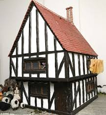 Make tudor house model