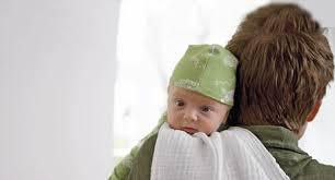 Der windelinhalt kann eltern immer wieder überraschen, kann babys wenn sie ihrem baby zusätzlich ein eisenpräparat geben, dann kann sein stuhl dunkelgrün bis fast schwarz werden. Stuhlgang Bei Babys Was Ist Normal Baby Und Familie