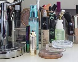 i thought that it was a nice idea to show you the makeup i use for my everyday makeup look i m changing it regular but right now i m happy with the