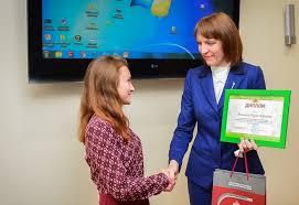 В Ростове наградили победителей и призеров Олимпиад по вопросам  Традиционно в конце года были подведены итоги олимпиад по вопросам защиты прав потребителей проведенных Департаментом экономики города для школьников и