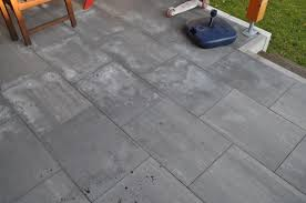 Bei der wahl des bodens ist auf verschiedene siegel zu achten. Garten Terrasse Aus Betonplatten Mit Hochdruckreiniger Reinigen Hausbau Blog