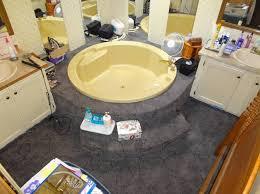carpeted garden tub