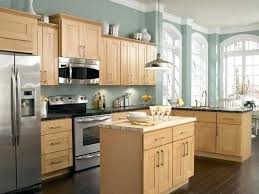 light wood kitchen cabinets what paint color goes with light oak cabinets kitchen paint colors with