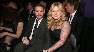 Kelly Clarkson moet diep in de buidel ...