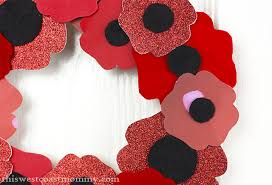 remembrance day poppy wreath craft this west coast mommy make a pretty poppy wreath for remembrance day a paper plate and scrap fabrics and