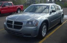 File:2005-2007 Dodge Magnum.JPG - Wikimedia Commons