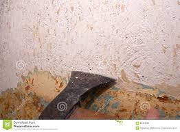 Het Verwijderen Van De Oude Verf Uit De Muur Stock Foto Afbeelding