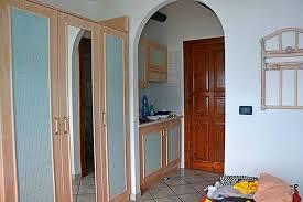 Armadio Angolare Per Ingresso : Monolocale una veduta dell ingresso con angolo cottura e