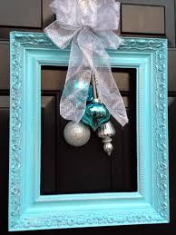 front door hangings10 Christmas Door Decorations  DIY