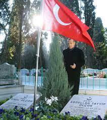 Erdoğan'dan şehit Erol Olçok ve oğlunun mezarına ziyaret - Yeni Şafak