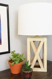Simple And Chic Wooden Table Lamp Diy Diy Wood Wooden Table