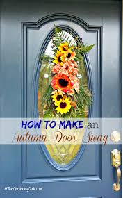 this autumn door swag decorates a glass panel on a front door so much better than