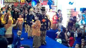 Anda bisa memilih jenis jaket anak sesuai dengan keinginan anda dan tentunya cocok untuk anak anda. Fashion Show Anak Kartini 2011 Youtube