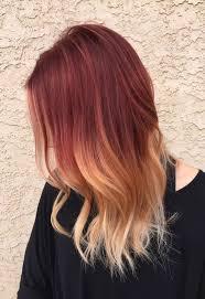 cabello rojo con mechas doradas fotos