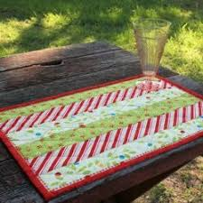 174 Christmas Quilt Patterns and Projects | FaveQuilts.com & Holly Jolly Quilted Placemats Adamdwight.com