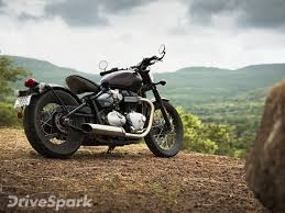 review triumph bonneville bobber test ride report drivespark
