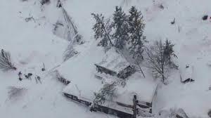 ايطاليا - انهيار جليدي يضرب فندقا ومخاوف من سقوط  قتلى