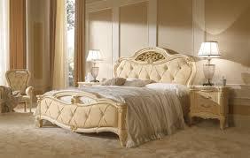 Camera da letto legno massello: camera da letto in legno massello