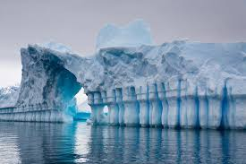 i found the entrance through the ice wall i m going in pray for me