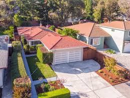 This Redwood city home features Bedrooms: 3, Is approximately: 2000,  Acreage: 0.0000, Garage cap: 2, Features: Balcony / Patio, Fenced, Low  Maintenance, ...