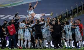 ملخص وأهداف مباراة الأرجنتين والبرازيل ولحظة التتويج (فيديو)