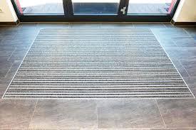 Damit ihr fußboden nicht zur stolperfalle wird, erklären wir ihnen in diesem artikel, wie sie mit hilfe sogenannter bodenausgleichsmasse für einen perfekt ebenen bzw. Robuste Eingangsmatten Vom Profi K60 Gitterrostsysteme