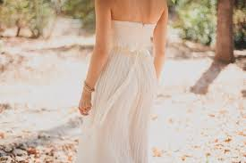 pretty diy beaded sash to glam up a simple wedding dress
