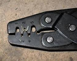 the gsx e place the terminal in the crimp tool as shown below make sure the jaws are only on the crimp area and not other parts of the terminal that you do not want