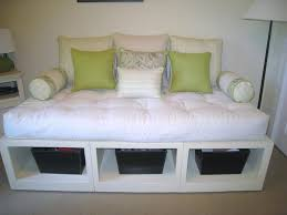 Small Bedroom With Daybed Small Day Bed Surripuinet