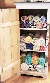 Towel Storage Cabinet 25 Best Ideas About Beach Towel Storage On Pinterest Beach