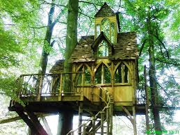 Exterior:Cheerful Diy Treehouse For Kids With Black And Yellow Paint Also  Colorful Pipes Unique