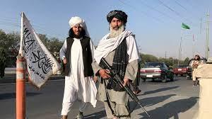 أفغانستان: مواطنون يتدافعون نحو الحدود خوفا من طالبان بعد إغلاق المطار