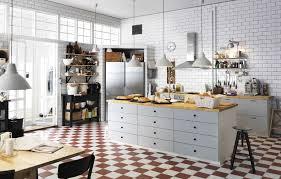 Charming Eine Unserer Lieblingsküchen Von IKEA. Weiße Fliesen, Ein Boden Mit  Schachbrettmuster Und Der Look Einer Klassisch Französischen Bäckerei.