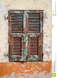 Sehr Verwitterter Alter Fensterladen Stockbild Bild Von Ruiniert