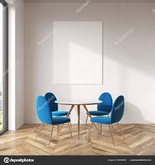 Weiß Esszimmer Blaue Stühle Poster Stockfoto
