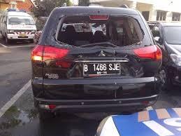YOUTUBE KRONOLOGIS PENYEBAB PAJERO NYEBUR DI BUNDARAN HI 2013 Mobil Mewah Byur Dikolam HI